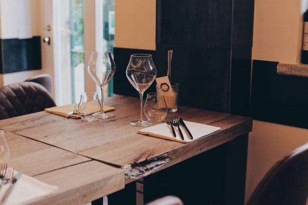 Tavolo locale officina del riso di milano